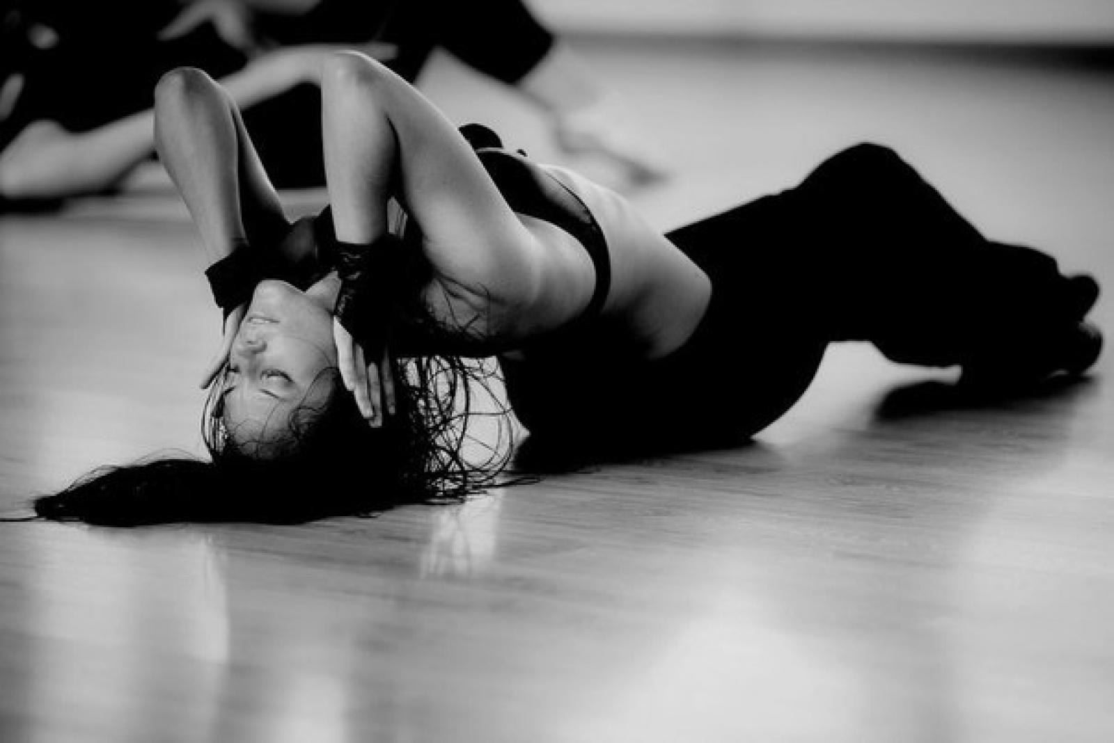 Уроки эротического танца для мужа 7 фотография